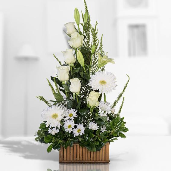 Arreglo Floral Mediano Con Variedad De Flores Blancas