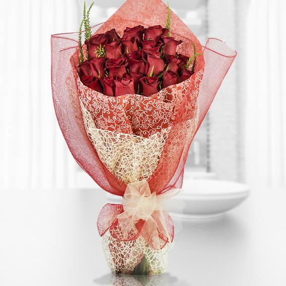 Ramo De 24 Rosas Importadas Con Malla Y Cintas