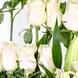 Papel celofán (2.0), Adornado con cinta satín (2.0), ESPUMAFLORALCorona (1.0), Montado en una base de madera pequeña (1.0), Decorado con una malla nieve (1.0), Ruscus (8.0), Rosa blanca importada de tallo largo (12.0), Liliums Blancos (5.0)