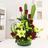 Fino Arreglo Con Rosas Rojas Y Liliums En Base Circular