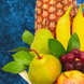 Mangos (u) (1.0), Manzanas  (u) (2.0), Piña (u) (1.0), Uvas  Kg (0.5), Peras (u) (2.0), Platanos  (u) (2.0), Papel celofán (2.0), Adornado con cinta satín (2.0), Ruscus (1.0), Papel arroz (3.0)