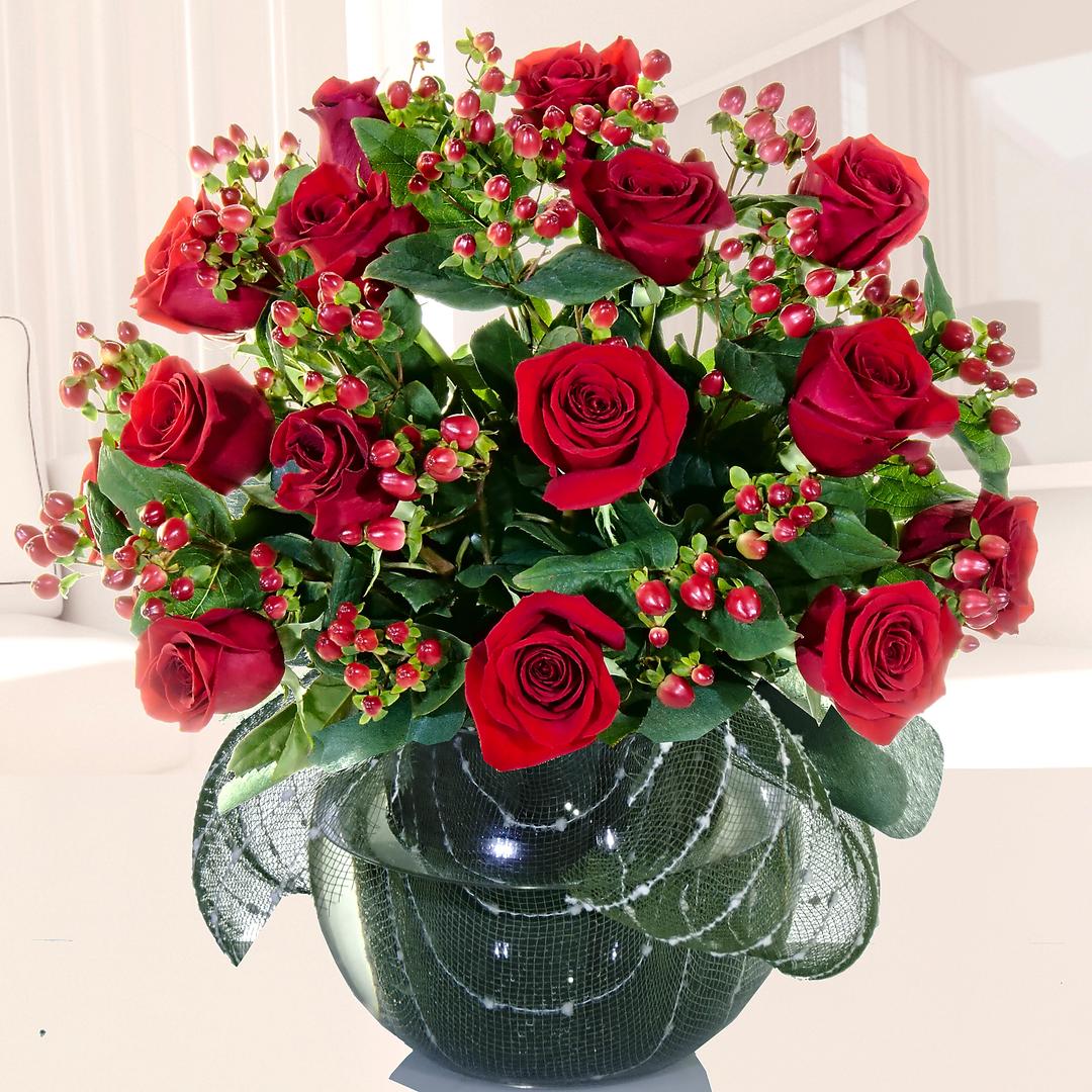 Florero Con 18 Rosas Rojas Ecuatorianas Más Hipericum