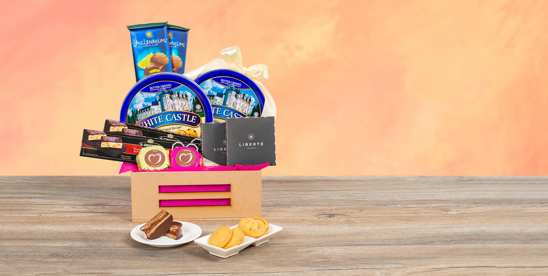 Papel celofán (2.0), Papel celofán (2.0), Adornado con cinta satín (2.0), Ruscus (1.0), Papel arroz (3.0), Galletas Butter Cookies 340gr (2.0), Alfajor artesanal (2.0), Tableta De Chocolate De Leche Rellena De Mousse Y Limon 135gr. (2.0), Caja de truffa liberté mix (2.0), Turron blando bañado en chocolate 100gr (2.0)