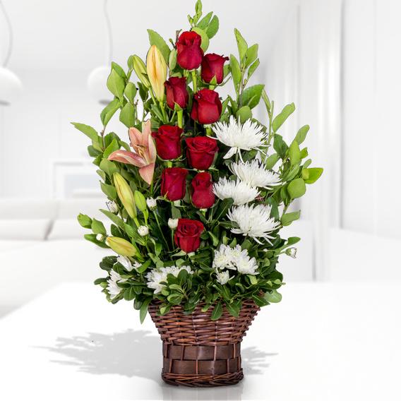 Arreglo Floral En Canasto Con Rosas Rojas